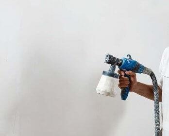 Peindre avec un pistolet à peinture