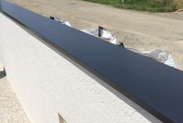 Muret avec une couvertine en aluminium