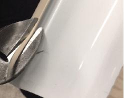Découpe du boudin sur gouttière aluminium demi-ronde