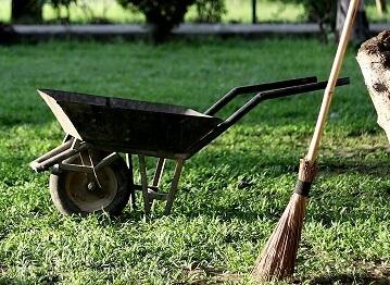 Nettoyer son jardin au retour des vacances