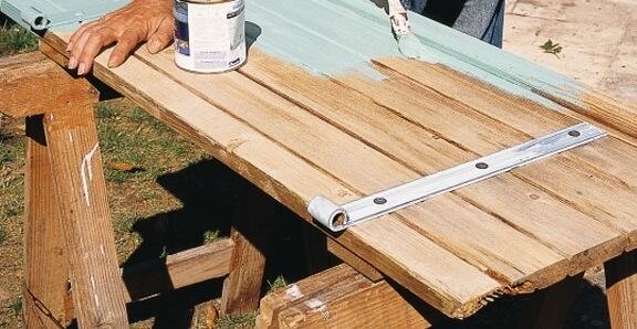 Peindre un volet en bois