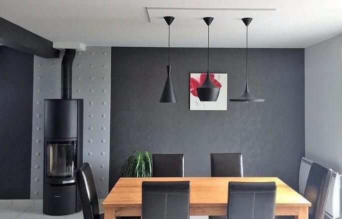 Salon moderne avec poêle à bois